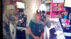 Homens assaltam mercado em São Manuel; vídeo mostra ação dos bandidos -   https://www.youtube.com/watch?v=WAWfhBxQJMs    Um vídeo exibido nas redes sociais mostra o exato momento em que um estabelecimento comercial é assaltado em São Manuel. O crime ocorreu na noite deste sábado, 14, na vila São Geraldo. A câmera do mercado flagrou dois suspeitos dent - http://acontecebotucatu.com.br/policia/homens-assaltam-mercado-em-sao-manuel-video-mostra-acao-d