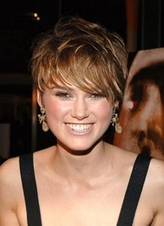 Short hairstyles for fat faces/ for square face
