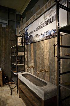 Badkamermeubels op maat gemaakt bij Jan van IJken Oude Bouwmaterialen Eemnes. www.oudebouwmaterialen.nl