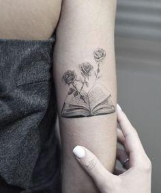Rock Tattoo, Detailliertes Tattoo, Shape Tattoo, Tattoo Quotes, Tattoo Pain, Tiny Tattoo, Tattoo Flash, Feminine Tattoo Sleeves, Feminine Tattoos