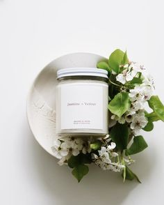 Jasmine + Vetiver Candle Jar Candle with rose gold foil label Candle Packaging, Candle Labels, Candle Jars, Candle Branding, Homemade Candles, Diy Candles, Scented Candles, Yankee Candles, Decoration Photo