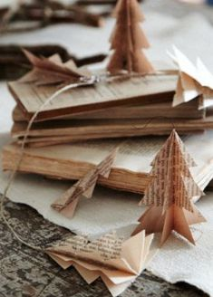 Book Page Christmas | http://diy-gifts-558.blogspot.com