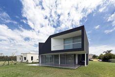 Casa Miraflores / Cekada-Romanos Arquitectos
