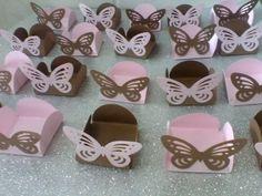 Lindas forminhas Borboletas Vazadas <br> pode escolher as cores - Ideal para Festa Jardim <br>Caixinha para doces com a borboleta vazada . diversas cores. <br>Ideal para a mesa de doces - Festa Clean <br>lindas. e sofisticadas. <br>Enviamos em 7 dias úteis. <br>Mínimo 25 unidades!