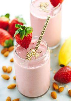 Strawberry Banana Smoothie with Almond Milk