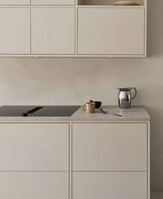 Kitchen Room Design, Kitchen Interior, New Kitchen, Building A Kitchen, Dere, Minimalist Kitchen, Kitchen Cabinetry, Küchen Design, House Rooms