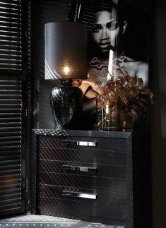 Interior Design For Living Room Interior Design Magazine, Black Interior Design, Interior Design Living Room, Interior Decorating, Decorating Blogs, Dark Interiors, Colorful Interiors, Black Rooms, Black Walls
