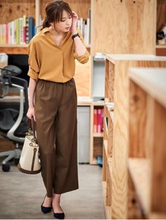 Casual Work Outfits, Simple Outfits, Trendy Outfits, Fashion Outfits, Fashion Goth, Japanese Minimalist Fashion, Minimal Fashion, Uniqlo Looks, Uniqlo Women Outfit