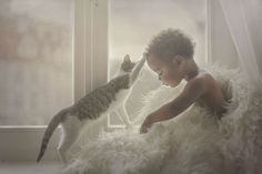 20 Breathtaking Photos of Unconditional Love Between Animals and Children