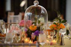 Campanas de Cristal para una Decoración de Boda Vintage. Imagen: Intimate Weddings