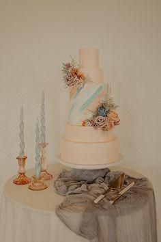 Dreamy pastel wedding cake. Photo: @lanadelmarphoto Pastel Wedding Cakes, Pastel Wedding Colors, Boho Wedding, Wedding Blog, Wedding Stuff, Greenery Centerpiece, Bohemian Bride, Gorgeous Cakes, Spring Time