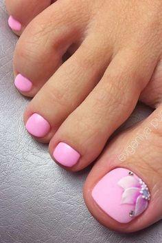 Fußnägel 50 adorable summer toe nail art inspirations to start summer fun Wedding Favor Ideas: Tips Flower Toe Nails, Pink Toe Nails, Pretty Toe Nails, Toe Nail Color, Cute Toe Nails, Summer Toe Nails, Feet Nails, Toe Nail Art, Nail Colors