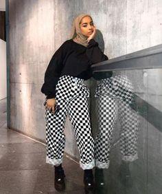 Fitness Photoshoot Outfits Life Ideas Source by Outfits hijab Modern Hijab Fashion, Street Hijab Fashion, Muslim Fashion, Modest Fashion, Cute Fashion, Chic Outfits, Fashion Outfits, Hijab Stile, Casual Hijab Outfit