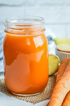 Carrot Ginger Apple Juice – Vitamix Juice – Savory Thoughts Apple Carrot ginger juice – exceptionally healthy fruit and vegetable juice to keep you energized, hydrated, and vibrant. Only 3 main ingredients to make this easy Vitamix juice. Ginger Apple, Ginger Juice, Carrot And Ginger, Apple Juice, Fruit Juice, Fresh Ginger, Empanadas, Blender Recipes, Juice Recipes