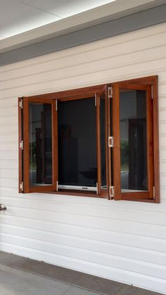 A demonstration of the ease of use and practicability of this beautiful New Guinea Rosewood bifold servery window with a retractable insect screen. Perfect for serving from the kitchen to outdoor areas. Aluminium Windows And Doors, Timber Windows, Modern Windows, Garage Windows, Timber Screens, Sliding Windows, Garage Doors, House Window Design, Window Grill Design