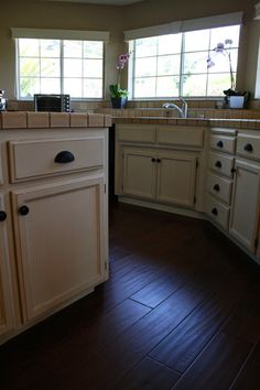 Painting oak cabinets with Annie Sloan Chalk PaintYES it