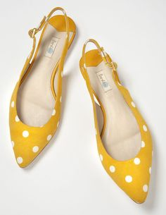 Pointed Slingbacks: perfect summer yellow