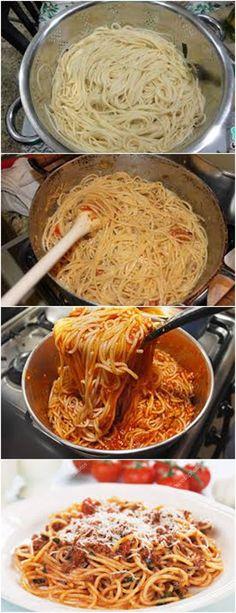 Aprenda a fazer um irresistível ESPAGUETE ITALIANO...VEJA A RECEITA>>>Cozinhe o macarrão em água fervente e sal, até que fique 'al dente'. Enquanto isso, em uma panela, aqueça o azeite, adicione os tomates, o MAGGI MEU SEGREDO e refogue ligeiramente. #pizzadecalabresa#paodecalabresa#massas#torta#lanches#salgados#hamburgueres#lasanha#macarrao#pao#polenta#sopa Pasta, Yummy Cookies, Empanadas, Carne, Spaghetti, Food And Drink, Low Carb, Cooking, Ethnic Recipes