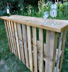 Standing bar, plus 46 Genius Pallet Building Ideas