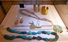 Vitrine Arthus Bertrand. 54 rue Bonaparte. 75006. paris. Exposition bijoux @Motché Paris-Lima