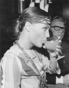 Romy Schneider et son mari Harry Meyen lors d'une conférence presse sur le plateau du film Les choses de la Vie le 13 août 1969