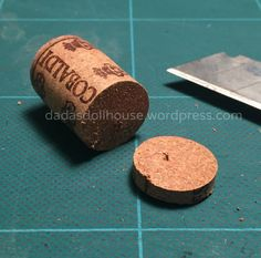 Damigiane – Carboys and demijohns – Dada's dollhouse Miniature Crafts, Miniature Dolls, Hobbies That Make Money, How To Make Money, Clay Miniatures, Dollhouse Miniatures, Hobby Trains, Hobby House, Mini Kitchen