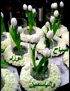 Attirant White Tulip Centerpiece With Little White Flowers Framing Bottom Of Vase