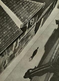 Josef Sudek Vicar's Lane, Prague, n. From Poet of Prague: A Photographer's Life Old Photography, Street Photography, Photography Lighting, Prague, Old Pictures, Old Photos, Josef Sudek, Wooded Landscaping, Foto Art