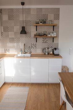 Новости Farmhouse Kitchen Decor, Home Decor Kitchen, Home Decor Bedroom, Kitchen Desks, Studio Kitchen, Kitchen Cabinet Design, Interior Design Kitchen, Patterned Kitchen Tiles, Kitchen Mosaic