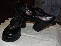chaussures cosplay/gothiques/demonia  cuir noir/bordeau 38