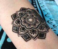 Henna designs easy, henna tattoo designs, henna tattoos, henna me Small Henna Designs, Finger Henna Designs, Eid Mehndi Designs, Modern Mehndi Designs, Latest Mehndi Designs, Mehndi Tattoo, Henna Tattoo Designs, Henna Mehndi, Henna Art