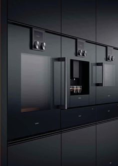 Gaggenau cooking surfaces, like the cooking and dining practices themselves, are great alone, but even better when done together. Modern Grey Kitchen, Big Kitchen, Kitchen Nook, Kitchen Black, Luxury Kitchens, Cool Kitchens, Küchen Design, House Design, Oven Design
