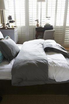 slaapkamer in wit met een romantisch tintje, van bed tot accessoires ...