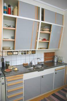 Modern Retro, Retro Home, Great Interior Design Challenge, Sweet Home, Kitchen Colour Schemes, Casa Real, Beautiful Kitchens, Kitchen Styling, Vintage Kitchen