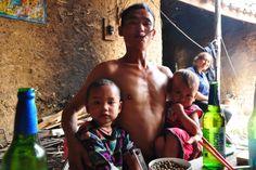 der Wanderarbeiter Mahailaze und seine beiden Söhne in Chengdu, Sichuan, China Chengdu, China, Sumo, Wrestling, Sports, Migrant Worker, Worker Bee, Hiking, Life