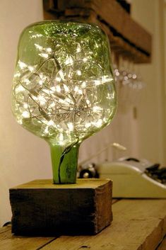 23 Ingenious ideas for transforming old glass bottles into extravagant lamps - DIY und Selbermachen - Welcome Crafts Wine Bottle Crafts, Bottle Art, Diy Bottle Lamp, Wine Bottle Lamps, Lighted Wine Bottles, Beer Bottle, Old Glass Bottles, Patron Bottles, Liquor Bottles