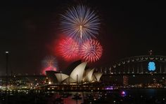 Fireworks light up the Sydney Opera House and Harbour Bridge during an early light show before the midnight New Year fireworks, December 31, 2014. REUTERS/Jason Reed