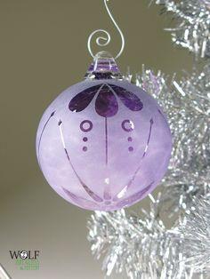 ♥ Purple Christmas Ornaments, Christmas Colors, Glass Ornaments, Christmas Crafts, Christmas Decorations, Holiday Decor, Christmas Tables, Coastal Christmas, Christmas Ideas