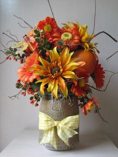 Sweet Flowers ~ Love the burlap around the jar! Would be a nice house warming gift. Thanksgiving Crafts, Thanksgiving Decorations, Fall Crafts, Holiday Crafts, Crafts To Make, Fall Decorations, Holiday Decor, Burlap Mason Jars, Mason Jar Crafts