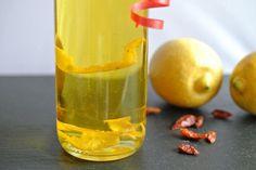 Rezept für Zitronen-Chili-Öl zum Selbermachen aus Zitronenschalen