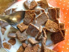 Homemade Cinnamon Crunch Cereal - low carb -- S Low Carb Cereal, Keto Cereal, Crunch Cereal, Healthy Cereal, Eat Healthy, Cinnamon Cereal, Cinnamon Toast Crunch, Gluten Free Recipes For Breakfast, Low Carb Breakfast