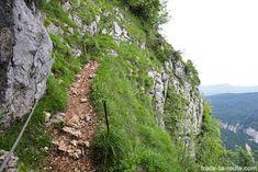Passage câblé du Pas de l'Échelle sur le sentier de randonnée à la Croix du Nivolet depuis Lovettaz