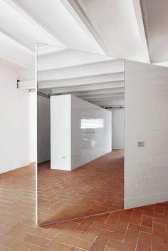http://openhousebcn.files.wordpress.com/2012/11/openhouse-shop-gallery-magazine-andrew-trotter-open-space-home-for-photographer-and-director-of-apartamento-magazine-nacho-alegre-by-arquitectura-g-el-putxet-barcelona-6.jpg