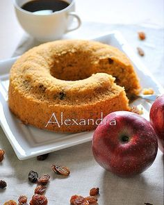 Coffee cake without flour with quaker, apples and raisins Greek Sweets, Greek Desserts, Greek Recipes, Cupcakes, Cupcake Cakes, Baking Recipes, Cake Recipes, Diet Cake, Brownies