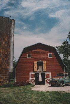 Champagne Wedding At Three Barn Farm