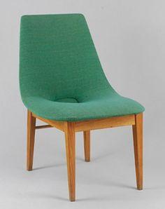 poz. 22. Krzesło Muszla, proj. Hanna Lachert, 1956, drewno, żakard, 75 x 50 x 63 cm, 3.200 zł