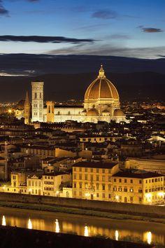 Florencia fue la ciudad donde Leonardo vivió durante su juventud y donde se formó como artista en el taller de Verrocchio. En el centro de la imagen, la catedral de Santa Maria del Fiore.