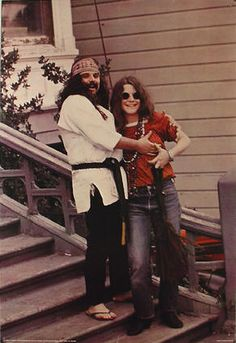 Pigpen & Janis Joplin outside the Dead's House, Haight Ashbury. In they had a hot summer fling. Grateful Dead members have ungallantly laughed (in various interviews) about her noisy hookups. Janis Joplin, Rock Music, My Music, Rock N Roll, Jimi Hendricks, Haight Ashbury, Big Brother, Hippie Man, Hippie Life