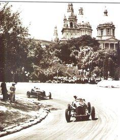 Los pilotos, Louis Chiron y Archille Varzi, en el Gran Premio Peña Rhin en 1934, a su paso por la curva del Palacio Nacional. Circuito de Montjuic, Barcelona Barcelona, Formula 1, Grand Prix, F1, Vintage Cars, Racing, Park, Classic, Outdoor