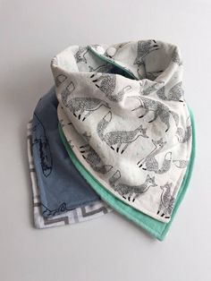 FOX Baby toddler REVERSIBLE bandana bib-scarf-drool bib/burp cloth /wipe cloth/set of Toddler Bibs, Baby Bibs, Cute Dog Collars, Dribble Bibs, Baby Swimming, One Clothing, Bandana Bib, Diy For Girls, Bandanas